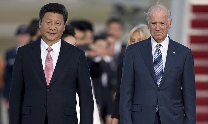 Chủ tịch Trung Quốc Tập Cận Bình (trái) và Phó tổng thống Mỹ Joe Biden tại Mỹ năm 2015. Ảnh: AP.