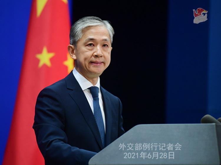 Phát ngôn viên Bộ Ngoại giao Trung Quốc Uông Văn Bân tại cuộc họp báo ở Bắc Kinh hôm 28/6. Ảnh: Bộ Ngoại giao Trung Quốc.