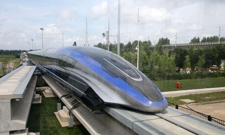 Tàu đệm từ được ra mắt ở thành phố Thanh Đảo, tỉnh Sơn Đông, Trung Quốc hôm nay. Ảnh: Reuters.