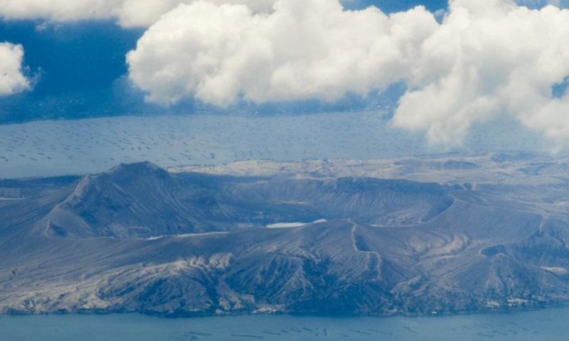 Núi lửa Taal trong bức ảnh chụp hôm 24/6. Ảnh: AFP.